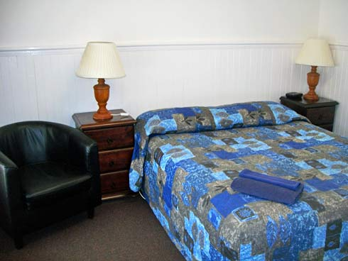 Adjoining Rooms - Queen Bed
